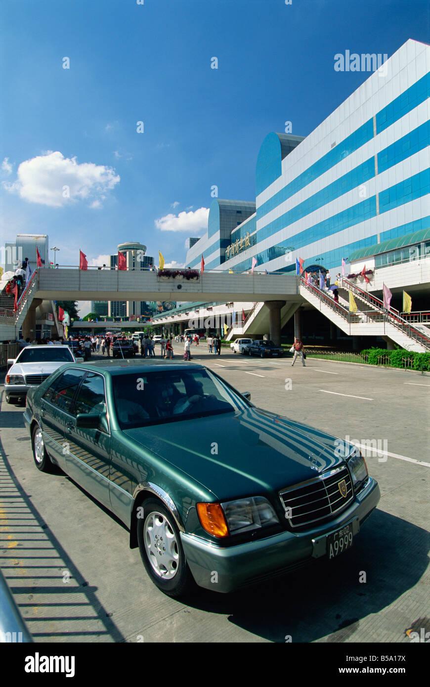 Mercedes car dans la ville de Shenzhen, la Zone économique spéciale de la ville de la flèche à Photo Stock