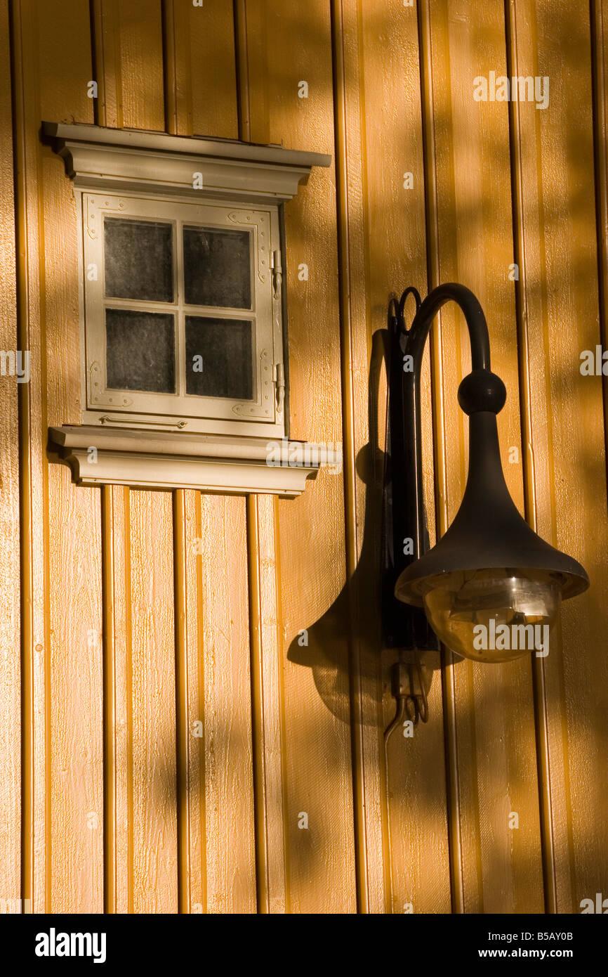 Smarte ressurser La fin de l'été jour soleil projette sa lumière sur une fenêtre et VS-44