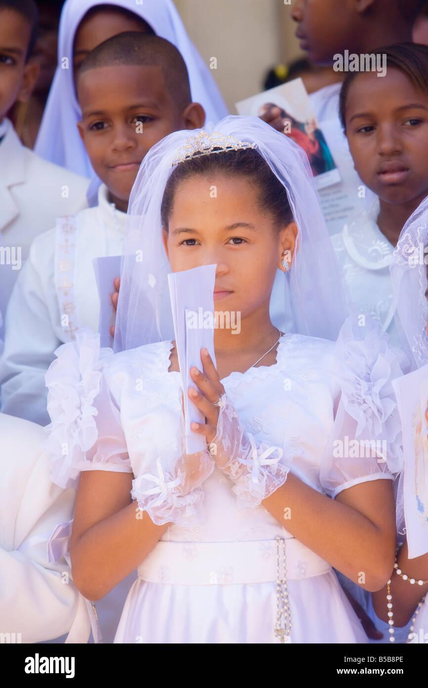 2e7b7ace9f511e Fille créole durant la première communion à Baie Sainte Anne Seychelles