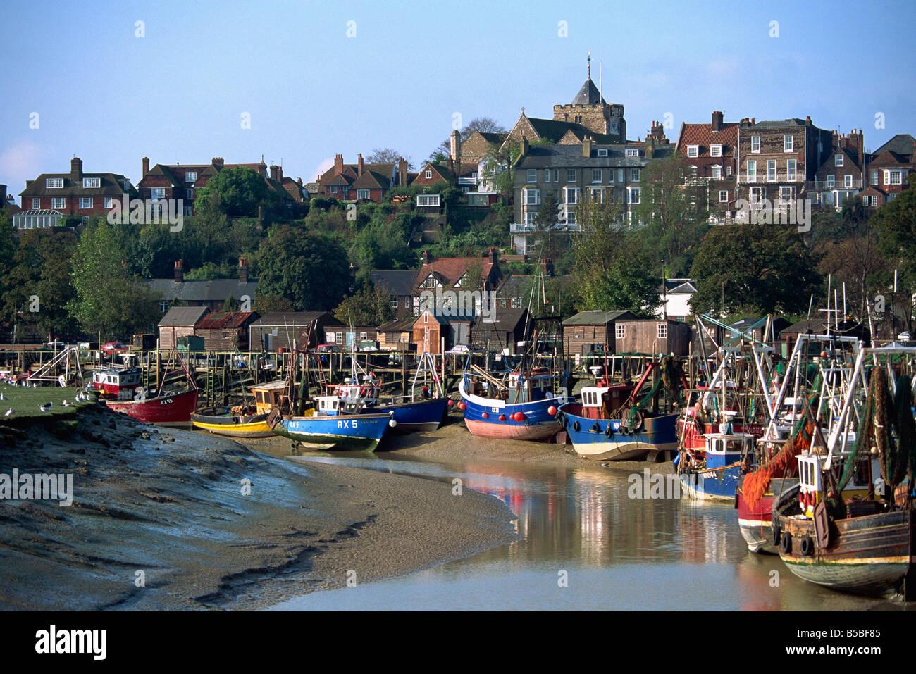 Bateaux de pêche sur la rivière Rother, seigle, Sussex, Angleterre, Europe Photo Stock