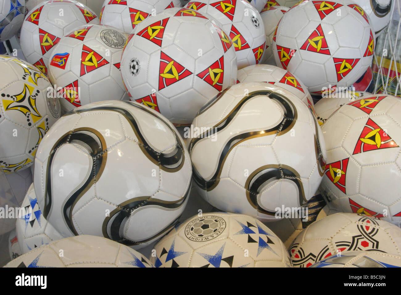 Ballons dans la fenêtre d'arcade Banque D'Images
