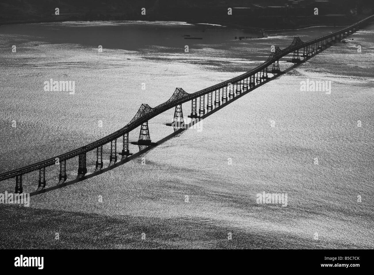 Vue aérienne au-dessus de Richmond Bridge, San Rafael San Francisco Bay Banque D'Images