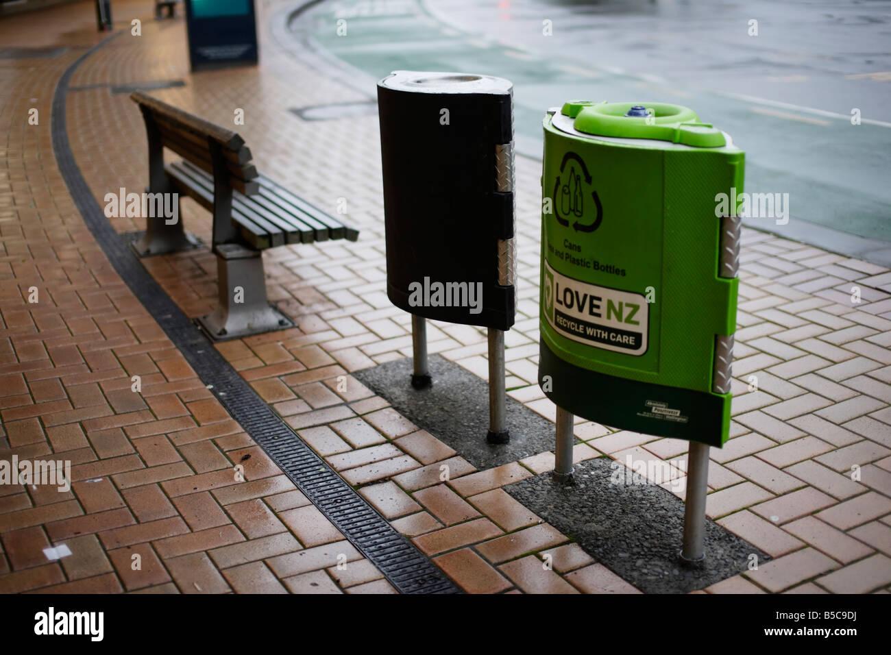 Les ordures et les bacs de recyclage Wellington New Zealand Banque D'Images