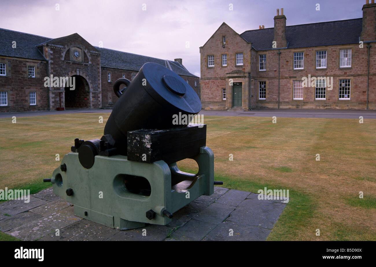 Treize pouces mortier de fer, Fort George, près d'Inverness, région des hautes, Ecosse, Europe Photo Stock