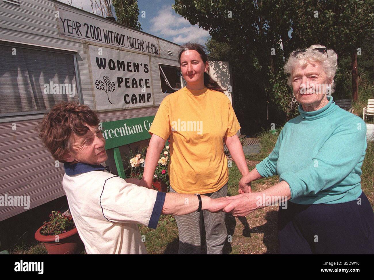 Les autres Greenham Common femme protestataires L R Mary Katrina et Penny Banque D'Images