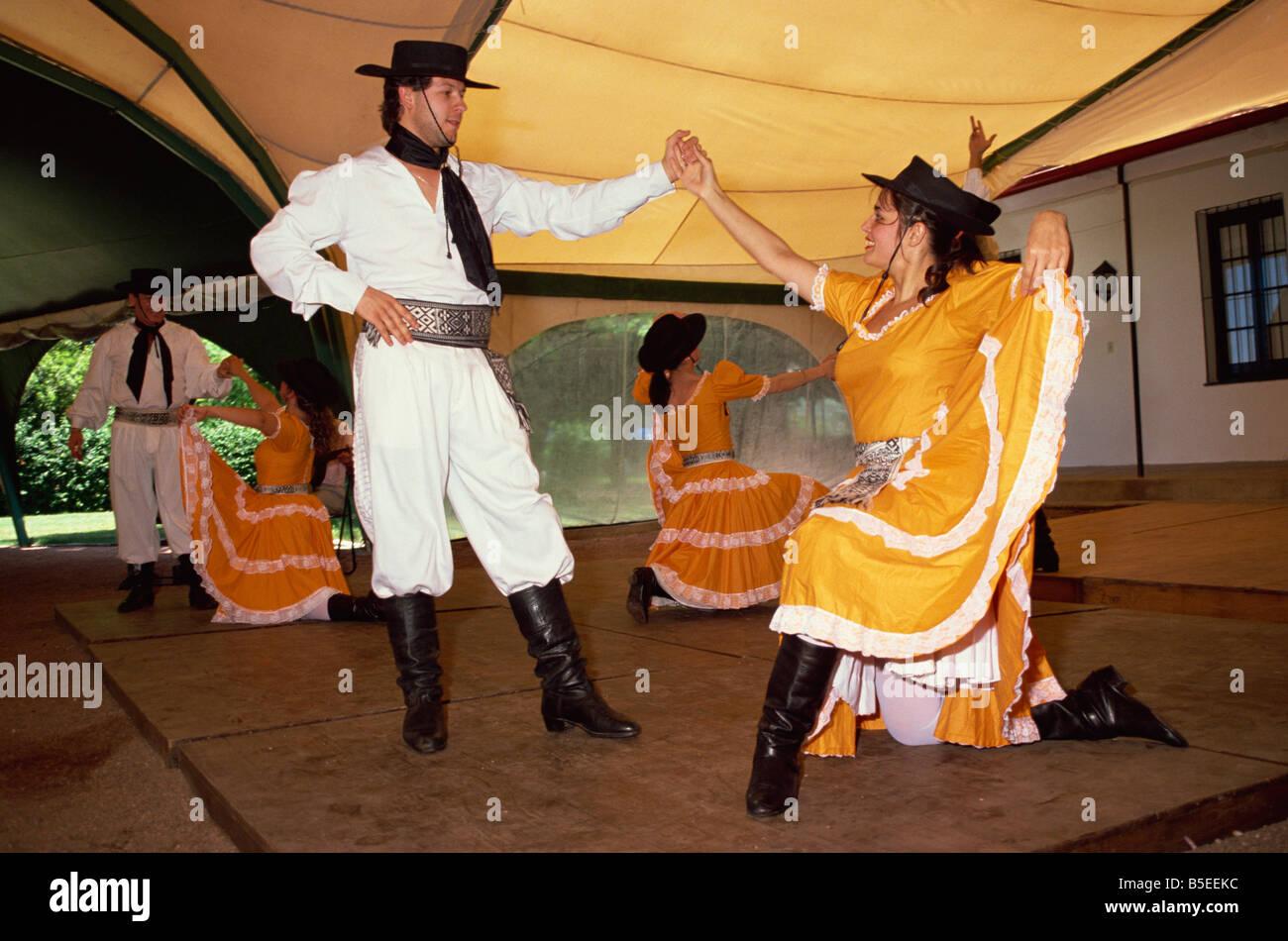 Danse traditionnelle Fiesta Gauchos d'Amérique du Sud Uruguay Montevideo Photo Stock