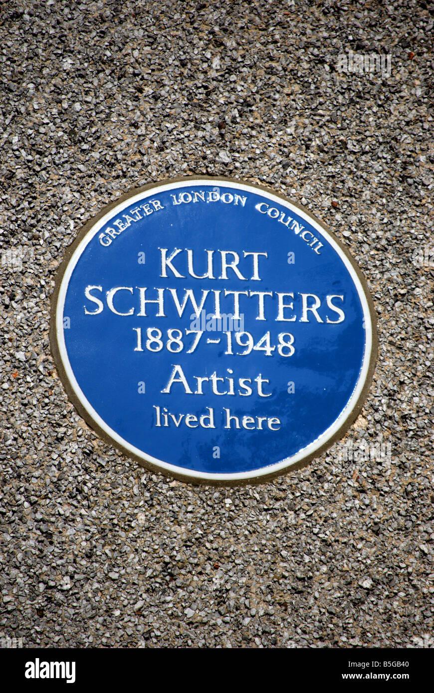 Greater London Council blue plaque marquant l'ancienne résidence de l'artiste allemand Kurt Schwitters, dans la région de Barnes, Londres, Angleterre Banque D'Images