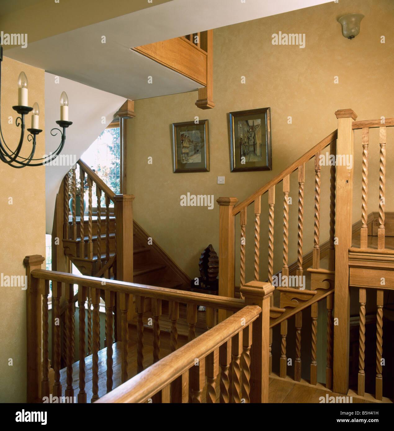 Rampe D Escalier Murale Bois rampes d'escalier en bois à l'atterrissage et