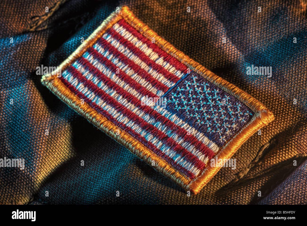 Nous amovible sur patch drapeau tissu camouflage militaire. Drapeau en miroir est pour l'épaule droite. Photo Stock