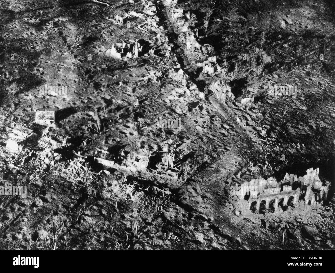 9 1917 1110 A1 E village détruit Paschendael 1917 World War 1 1914 18 Western Front Bataille de Flandre 31 juillet beg Dec embe Banque D'Images