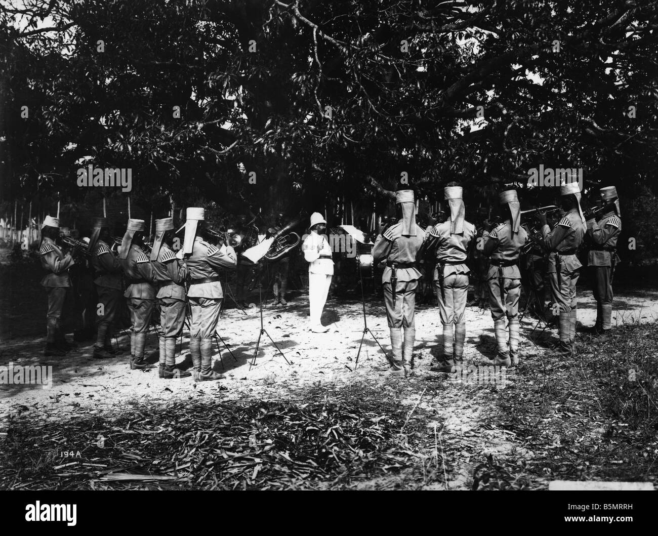 Photo de groupe militaire Askari La Première Guerre mondiale La guerre dans les colonies l'Afrique orientale allemande aujourd'Askari Tanzanie Photo bande militaire Banque D'Images