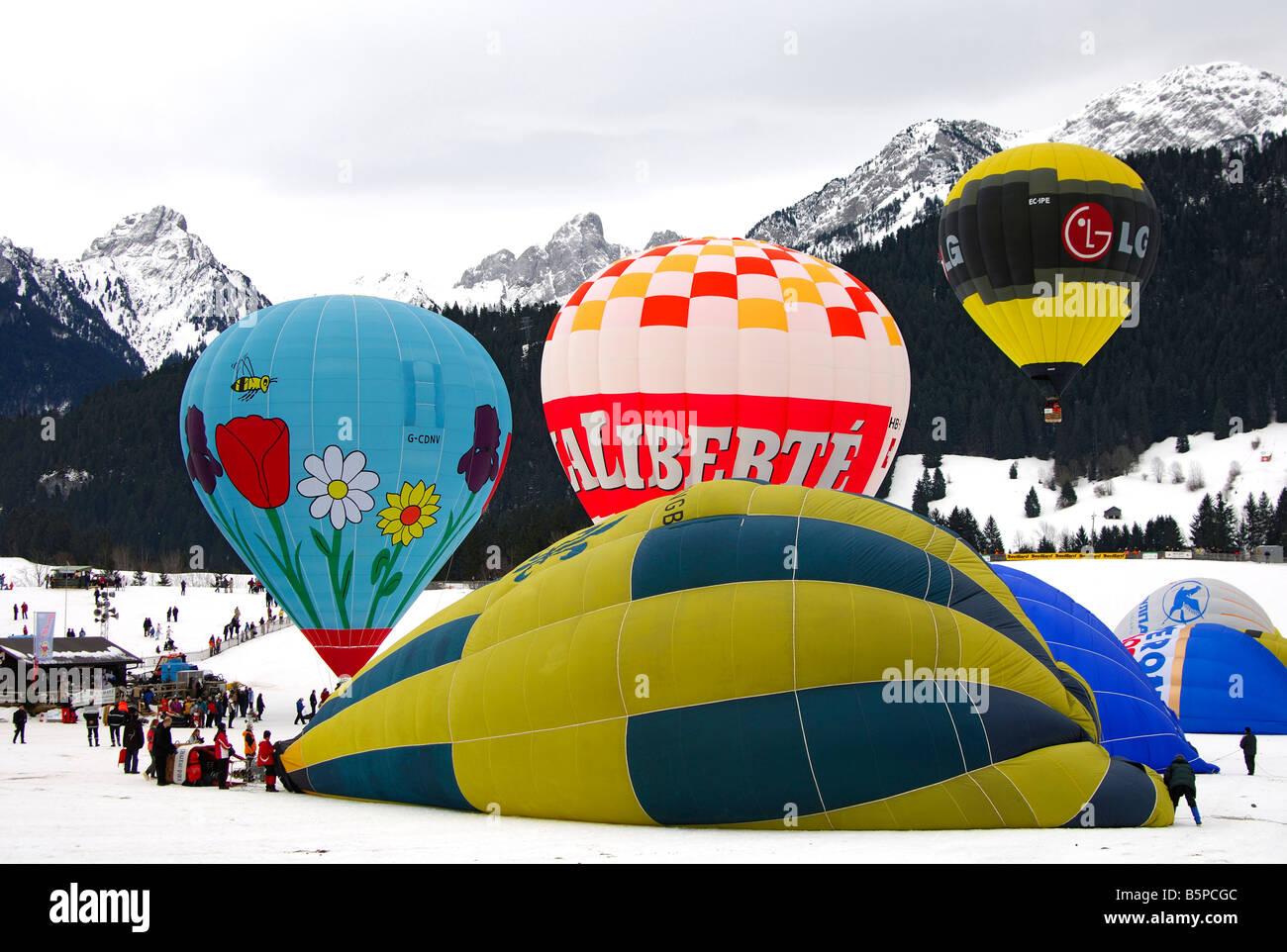 Les ballons à air sur le site de lancement, International de montgolfières, Chateau d oex, Suisse Banque D'Images