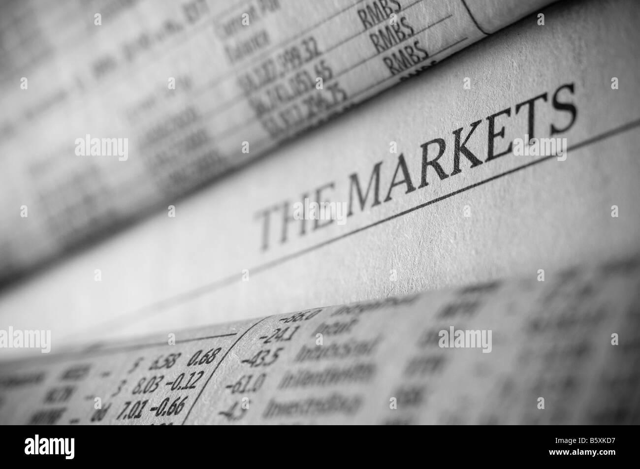 La section des affaires financières d'un journal d'investissement. Photo Stock
