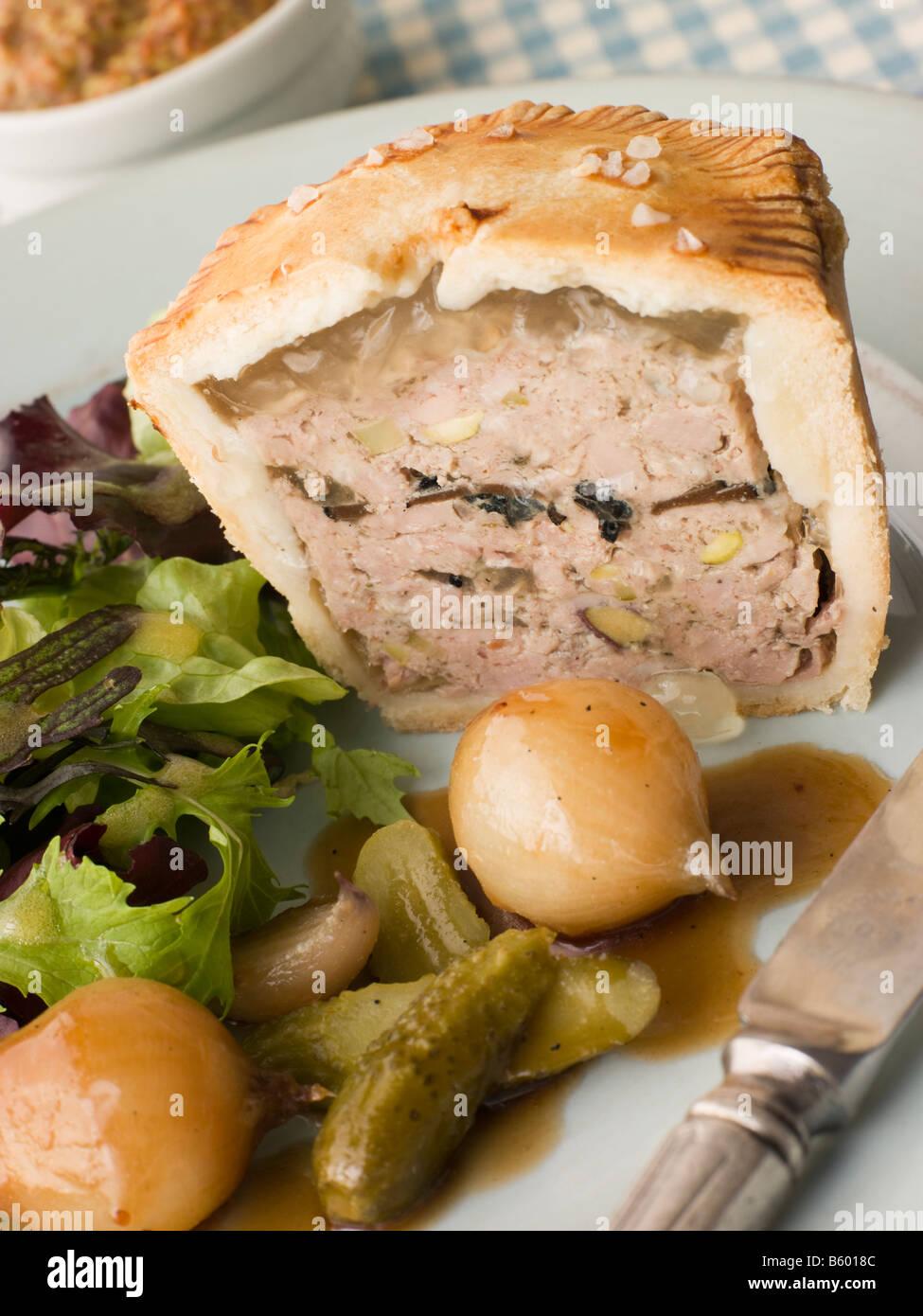 La Truffe Noire et de porc Tarte Pistache avec oignons et cornichons bouton glacé Banque D'Images