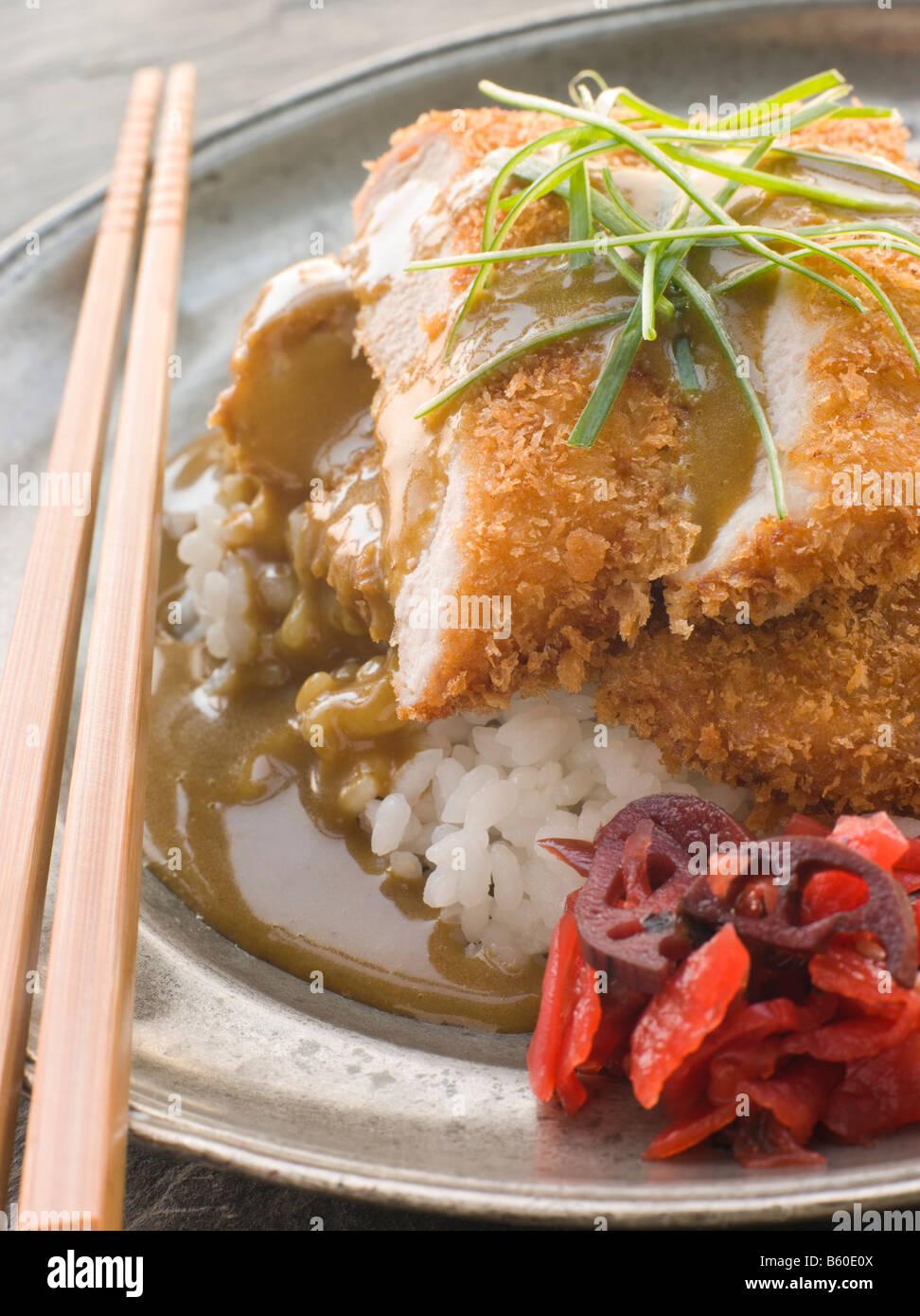 RiceCurry plaqué Tonkatsu avec du vinaigre et de la Sauce de radis rouges marinés Photo Stock
