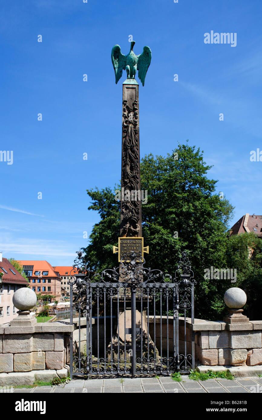 Symbole de paix, colombe sur un obélisque baroque, exprimés en fer forgé, Obere Karlsbruecke Bridge, Photo Stock