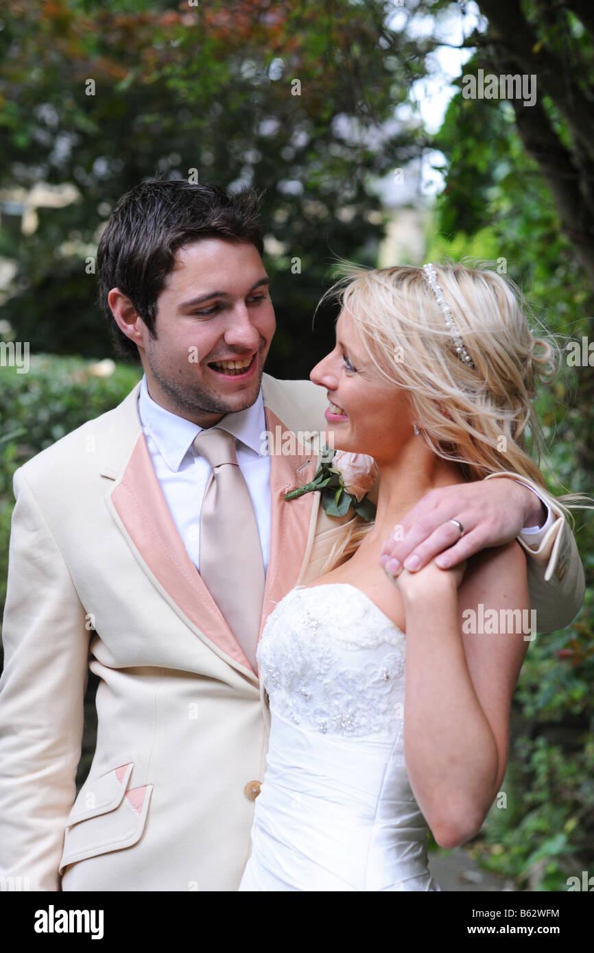 Couple de jeunes mariés parution modèle West Yorkshire Photo Stock