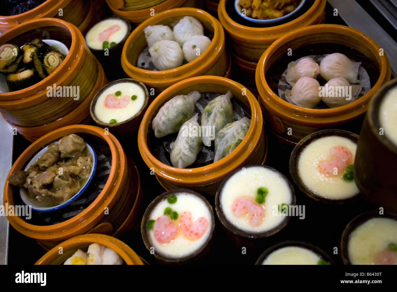 Chine, Shanghai, vapeur dim sum (raviolis chinois ou dans des paniers vapeur). Photo Stock