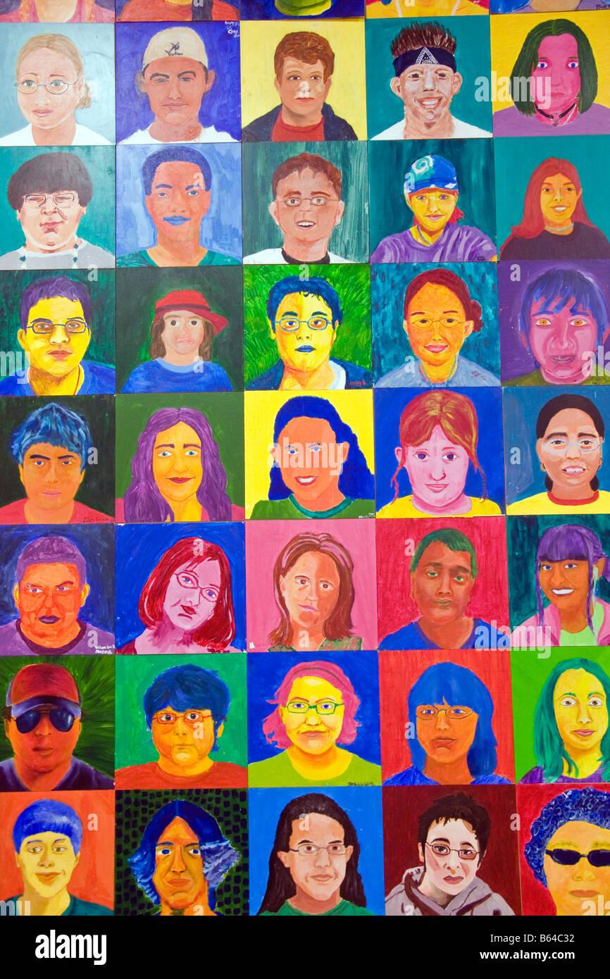 San Antonio's dire tr Art Studio, Programme des arts de la jeunesse étudiante, auto-portraits Photo Stock