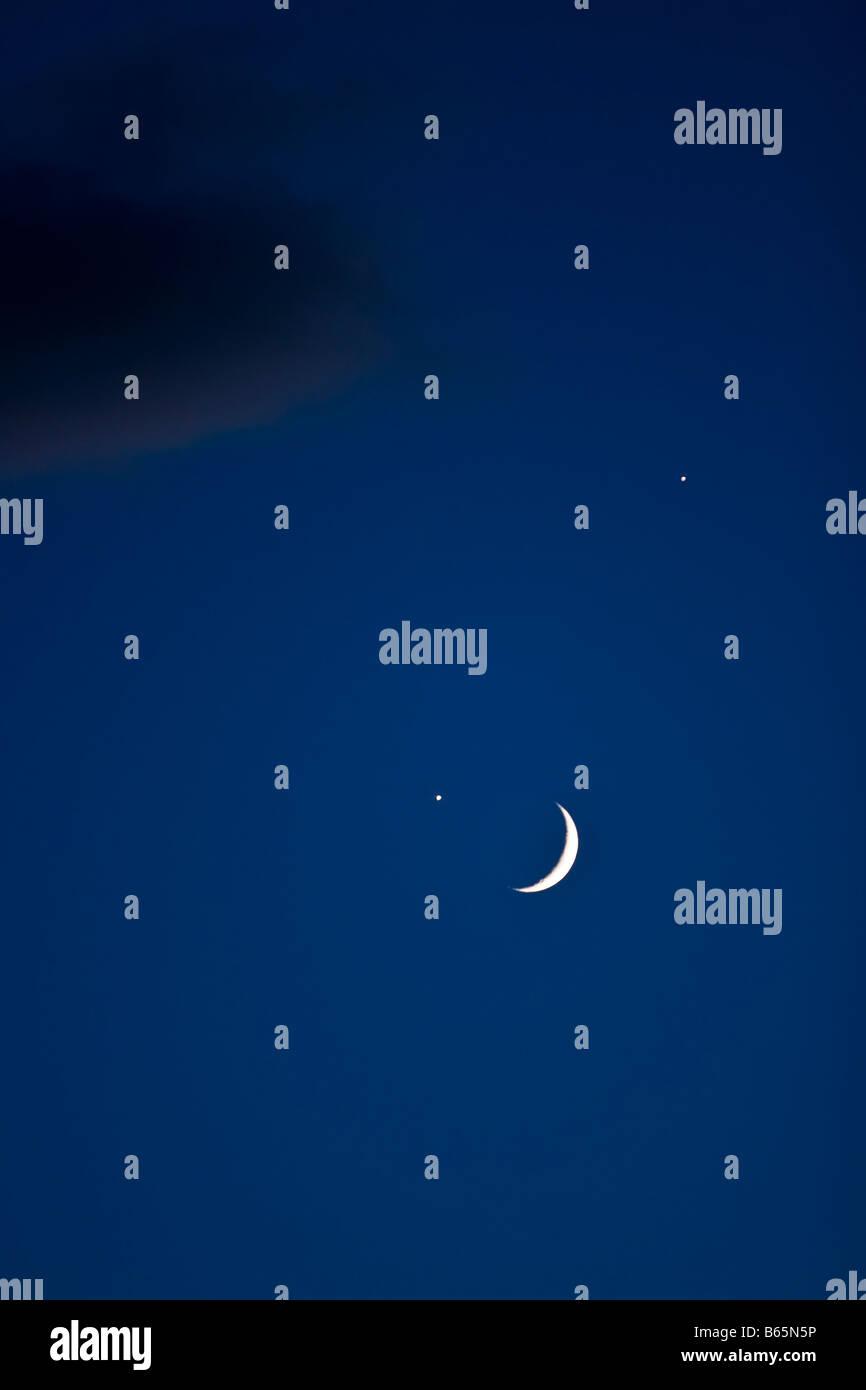 La lune et les étoiles la nuit Photo Stock