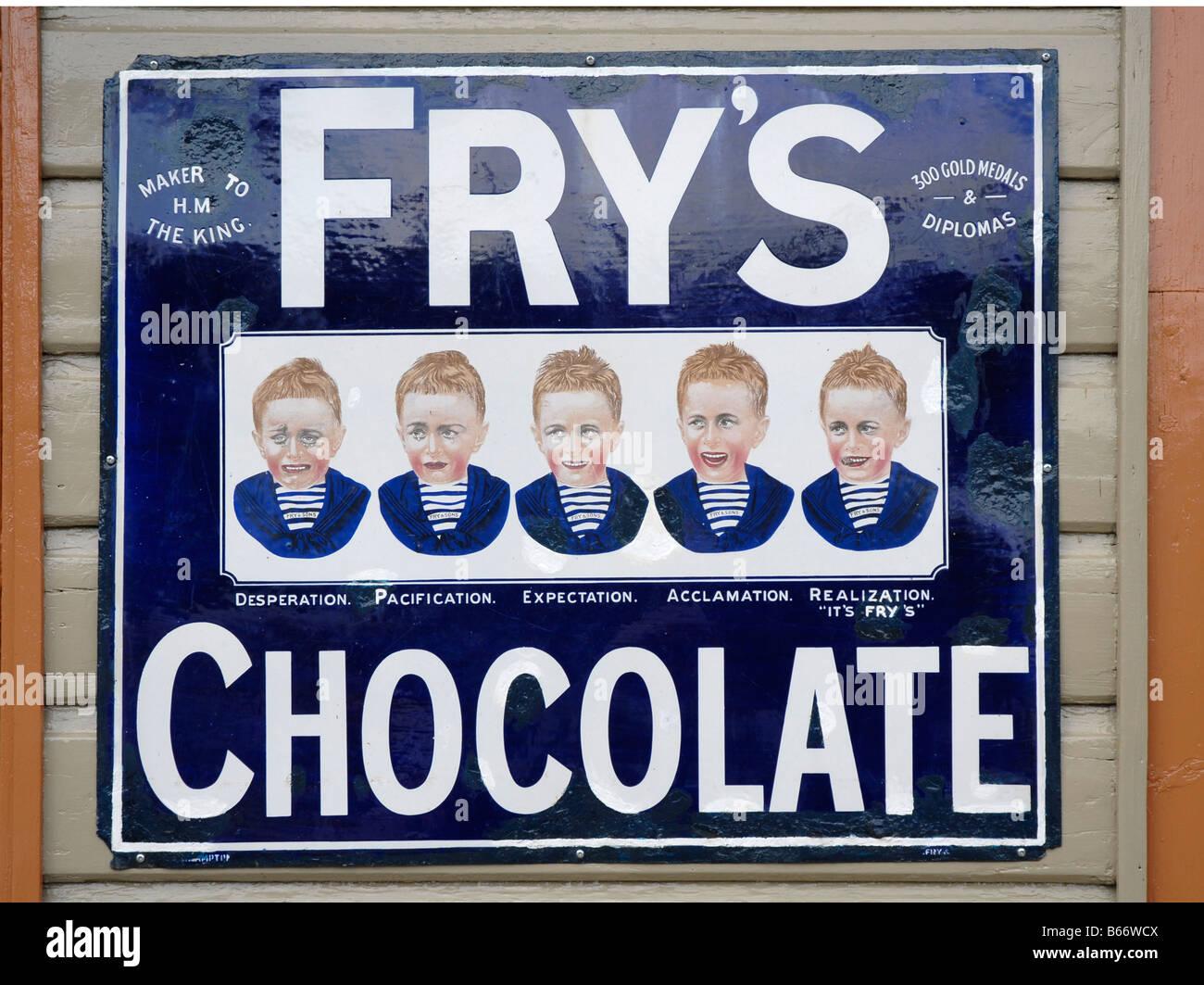 Affiche pour Fry's chocolat sur métal dans le style des années 1930. Visage du garçon avec la Photo Stock