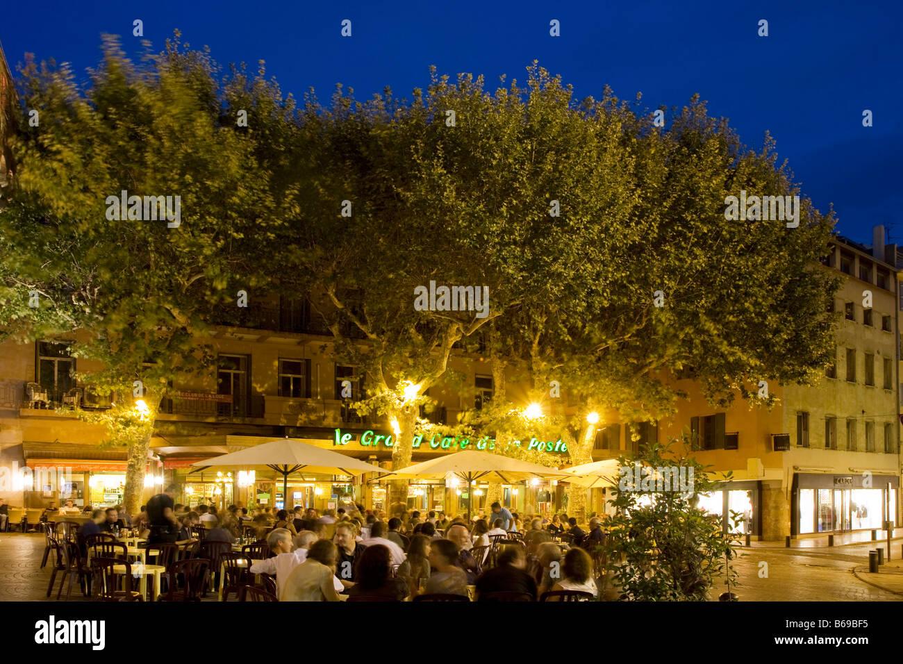 Les cafés de la rue dans le sud de la France, Perpignan Centre Ville Europe Photo Stock