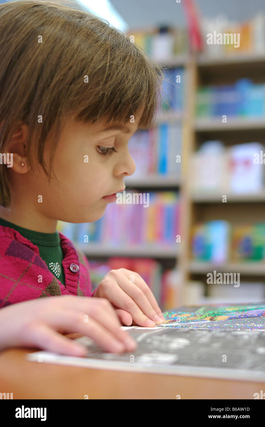 4 A 6 Ans Fille Lire Un Livre A La Bibliotheque Librairie