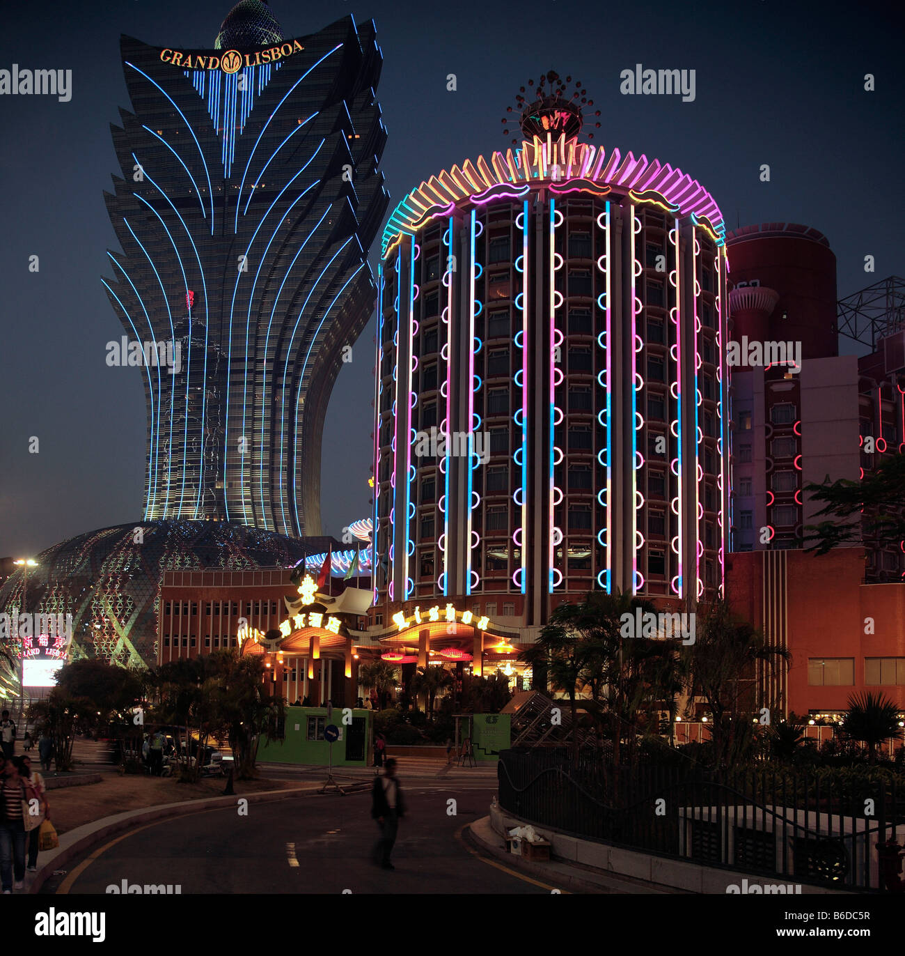Chine Macao Grand Lisboa Lisboa et casinos à nuit Photo Stock
