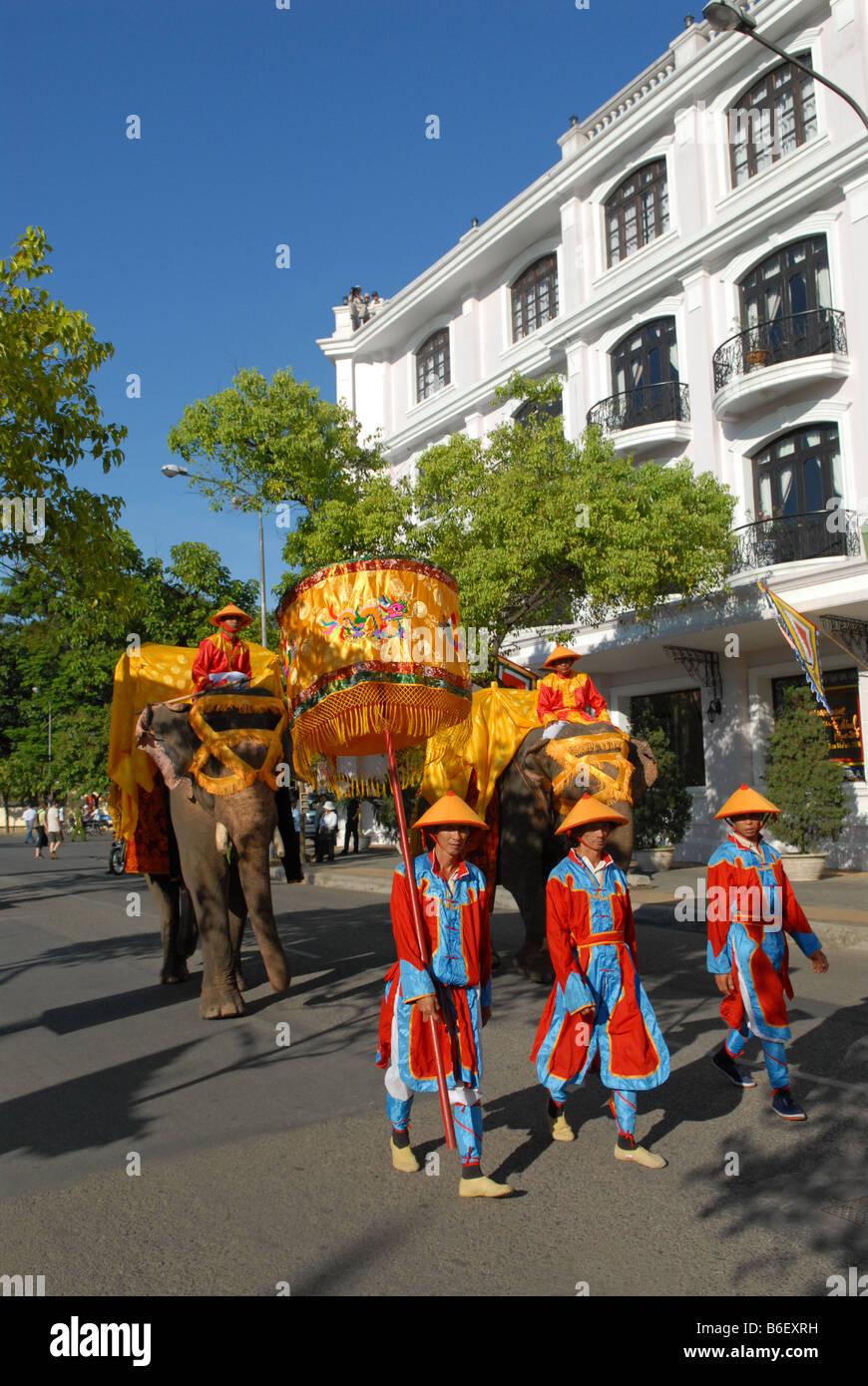 Le traditionnel défilé pour célébrer le Festival de Hue Vietnam Photo Stock