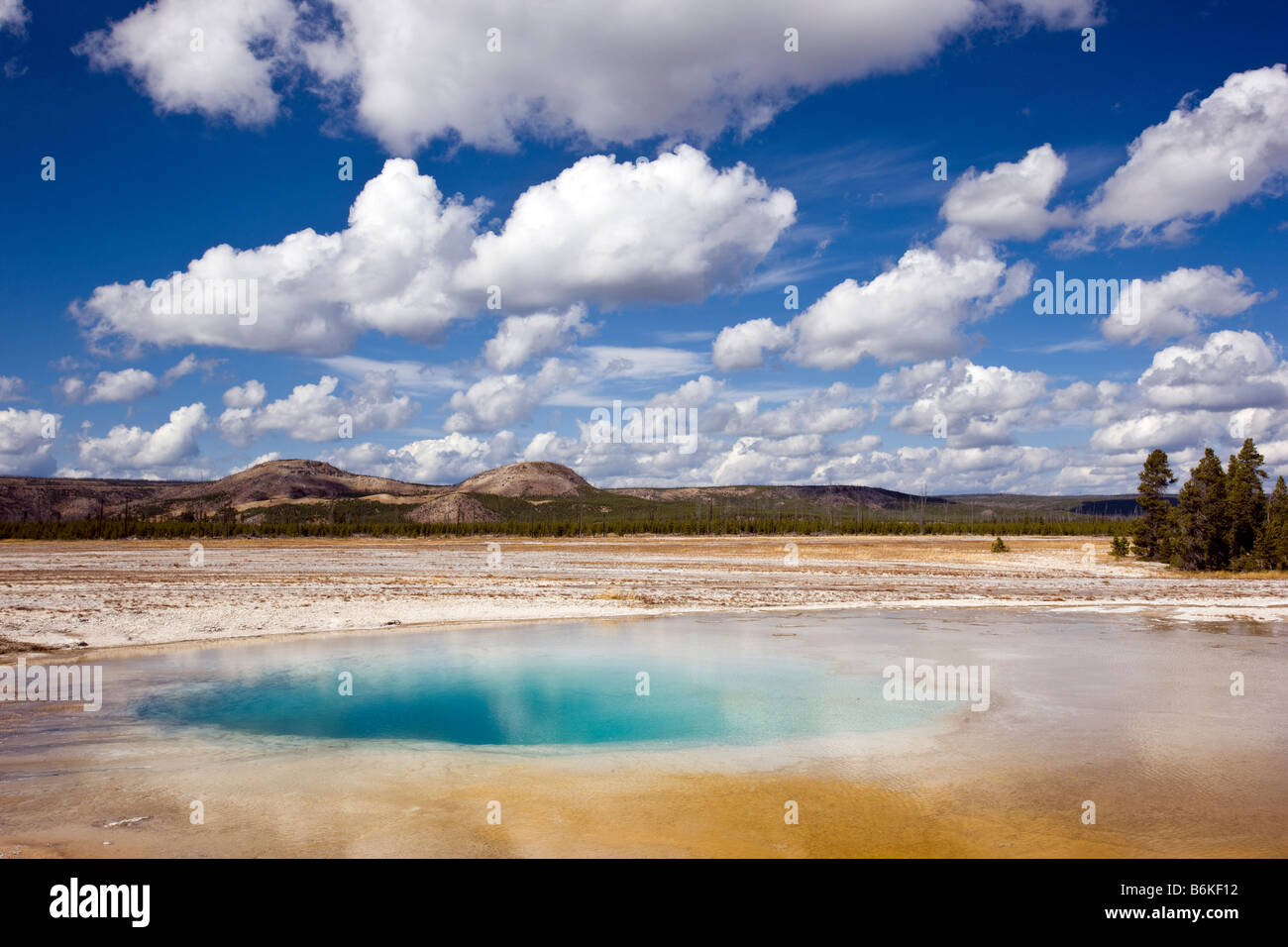 Piscine opale, Midway Geyser Basin, Parc National de Yellowstone, Wyoming, USA Banque D'Images