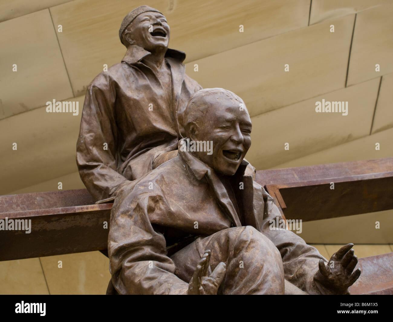 """13 """"rire à chaque autre"""" par Juan Muñoz dans le Musée Guggenheim Bilbao à Bilbao, Photo Stock"""