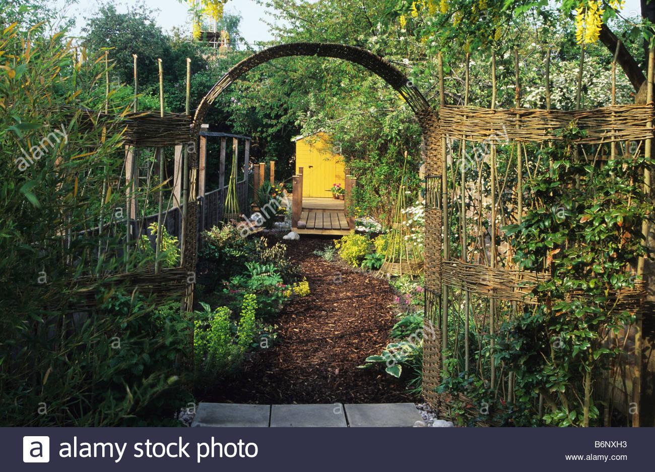 Freeport Rd London Design Alan Titchmarsh Saule écorce Tissée - Agrandir une terrasse surelevee