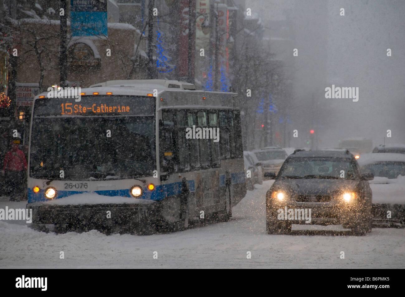 Tempête sur Ste Catherine Street dans le centre-ville de Montréal Canada Photo Stock