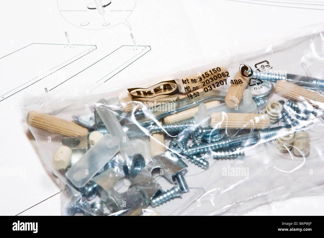 Un Paquet Doutils Et De Meubles Ikea Flatpack Pièces Sur