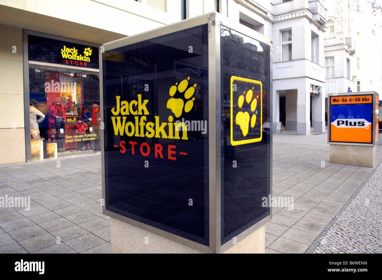 outlet cheap prices 100% genuine Jack Wolfskin Photos & Jack Wolfskin Images - Alamy