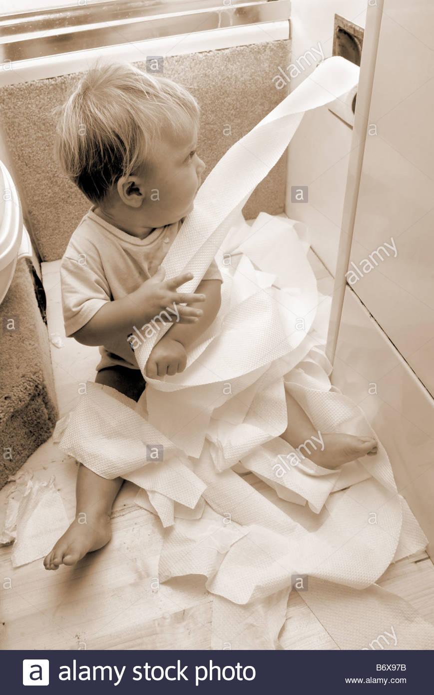 Papier Toilette Salle De Bains Enfant Jeux Et Jouer Jouer Malpropre