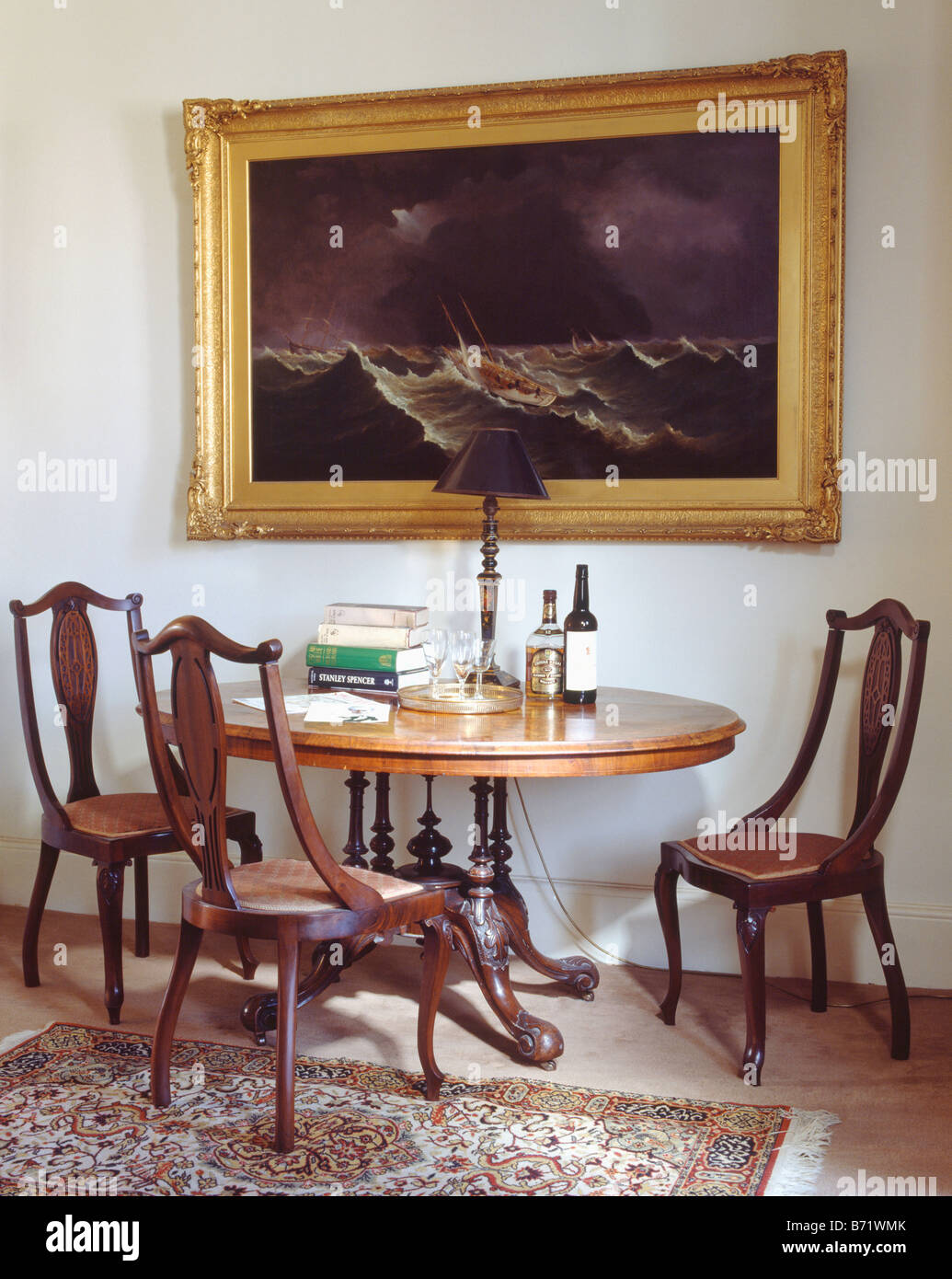 Photo Ci Dessus Au Cadre Dore Ovale Table Ancienne Avec Un