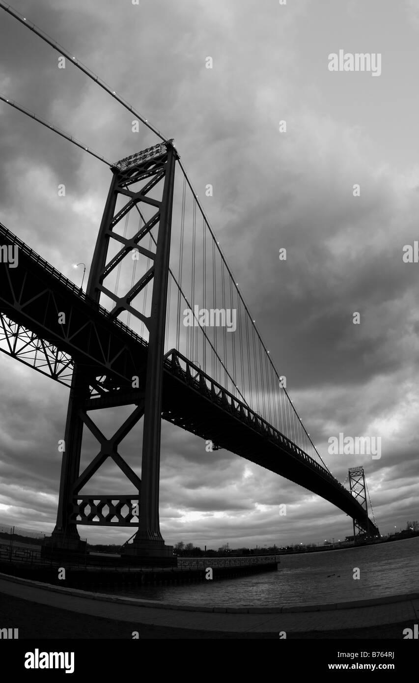 Le Pont Ambassador entre Détroit et Windsor, Canada, USA. Banque D'Images