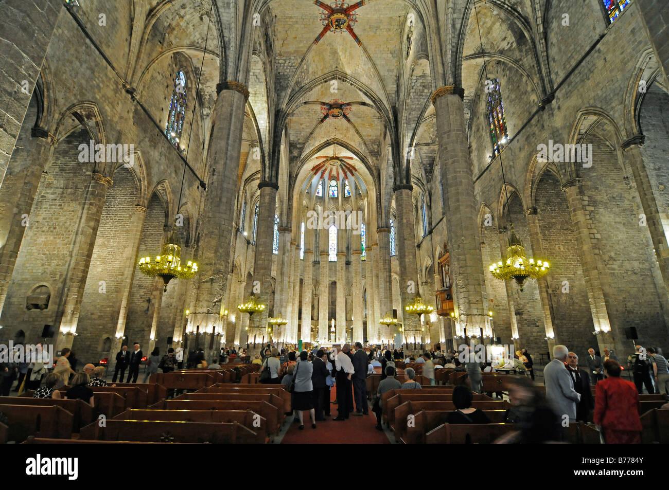 Au cours d'une assemblée publique dans l'église Santa Maria del Mar, voûtes au plafond, gothique, Photo Stock