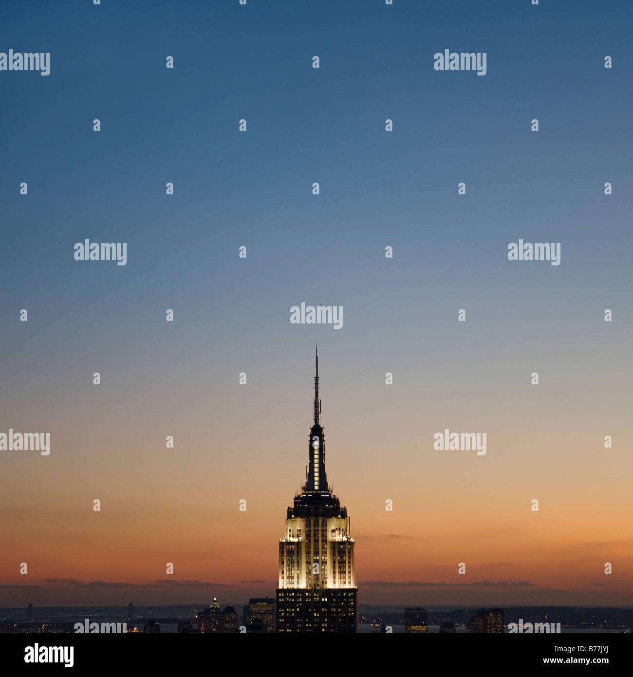 Vue du coucher de soleil de l'Empire State Building Banque D'Images
