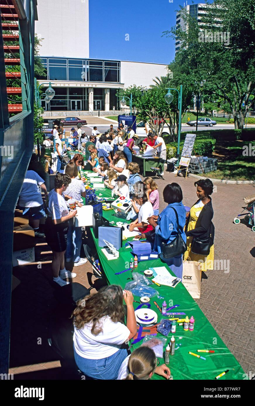 Les gens ethniques mixtes Célébration du Jour de la Terre Jacksonville Florida Photo Stock