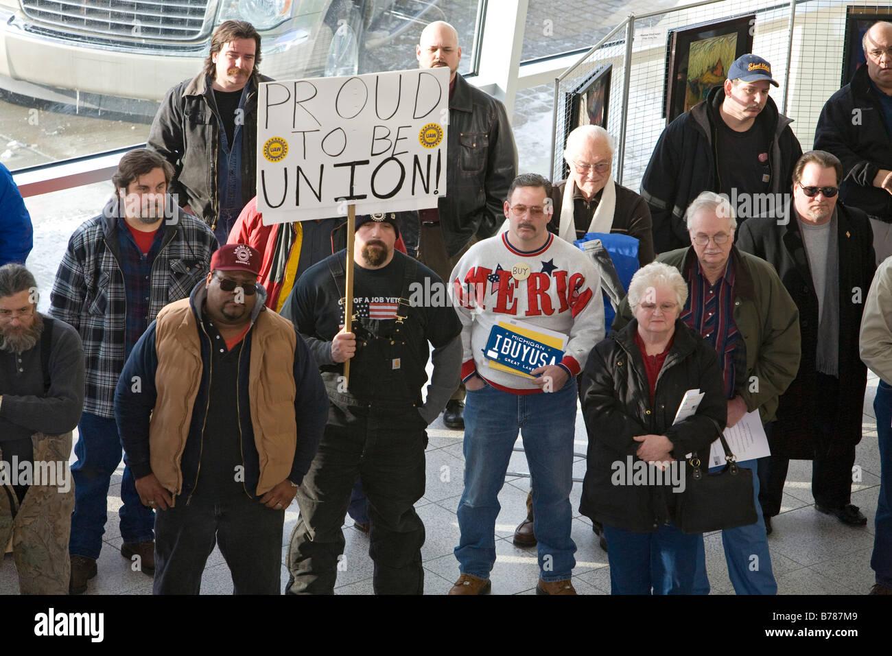 Warren Michigan Auto workers rassemblement à Warren City Hall pour soutenir l'industrie automobile Photo Stock