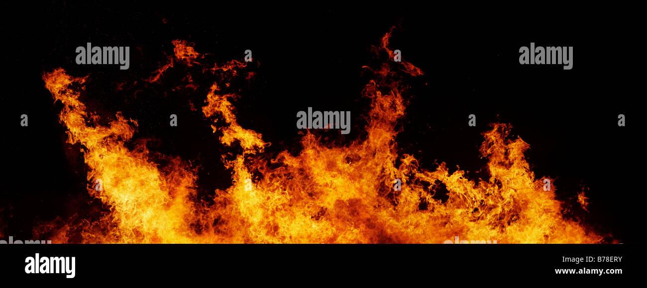 Mur de flammes massive et le feu droit XXL Photo Stock