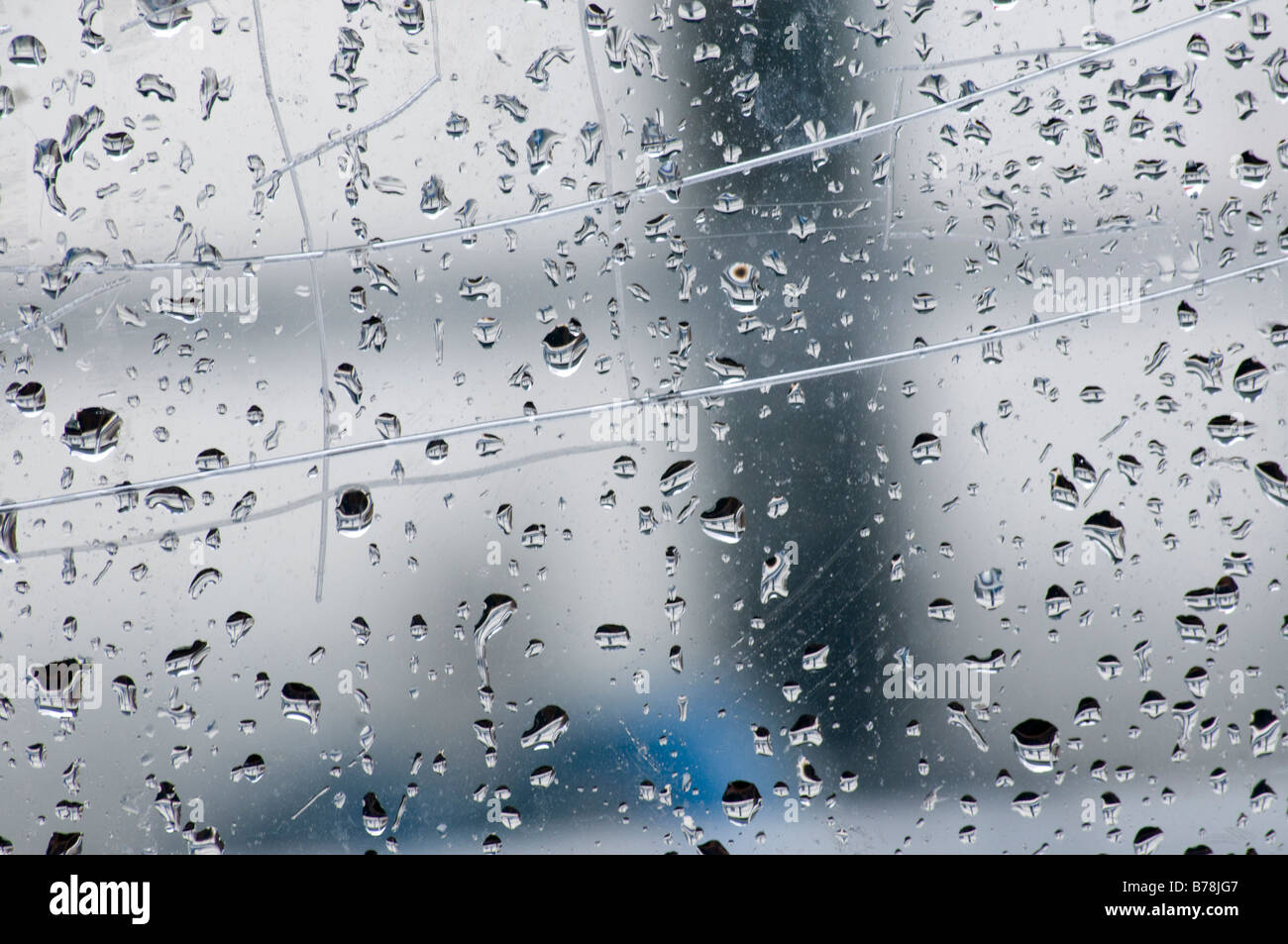 Gouttes de pluie sur la fenêtre, full frame, close-up Photo Stock