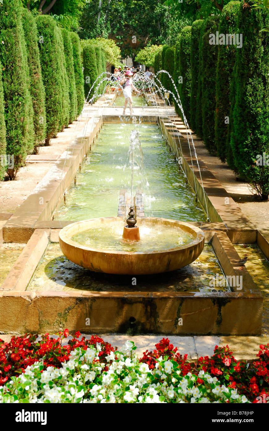 Brunnen Im Garten Photos & Brunnen Im Garten Images - Alamy