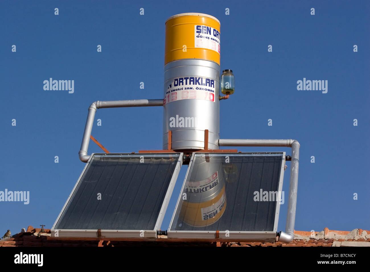 Installation de chauffage solaire de l'eau Photo Stock