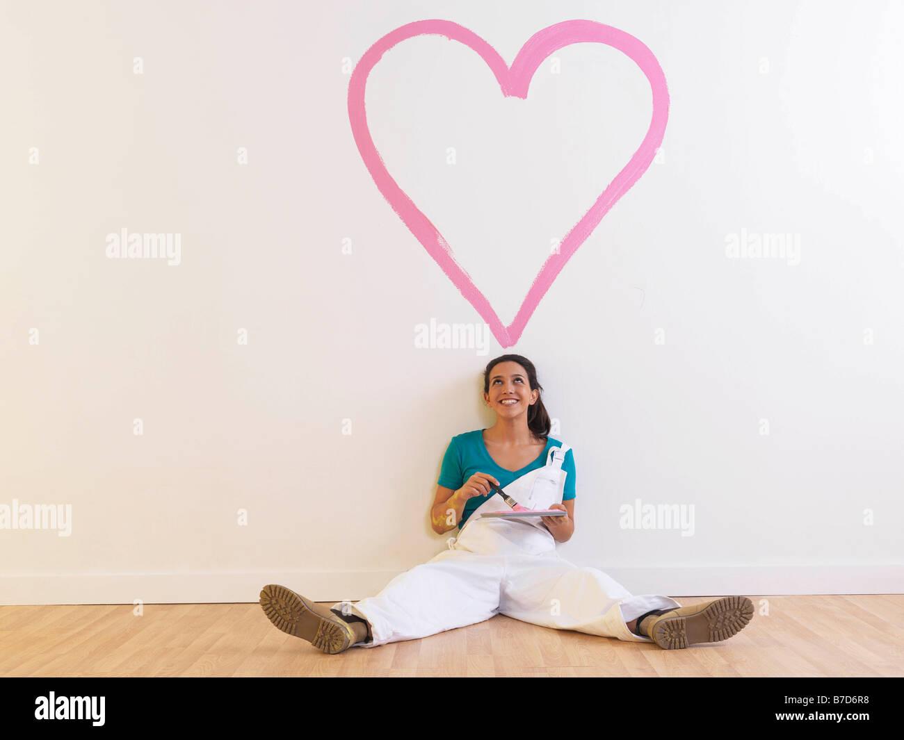 Fille avec coeur de la peinture. Photo Stock