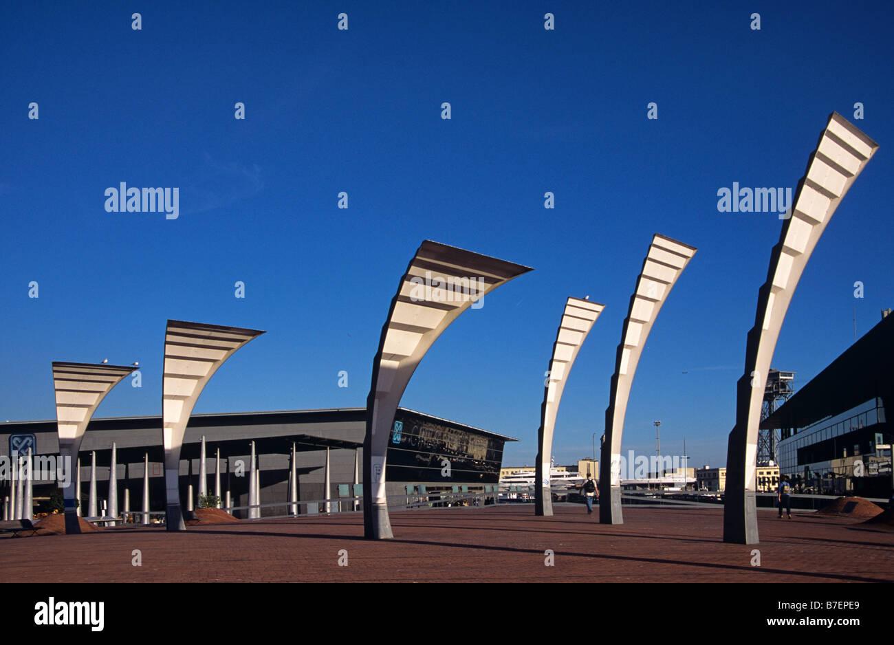 Les lampadaires contemporains ou la sculpture et la promenade, Port Vell, Barcelone, Espagne Photo Stock