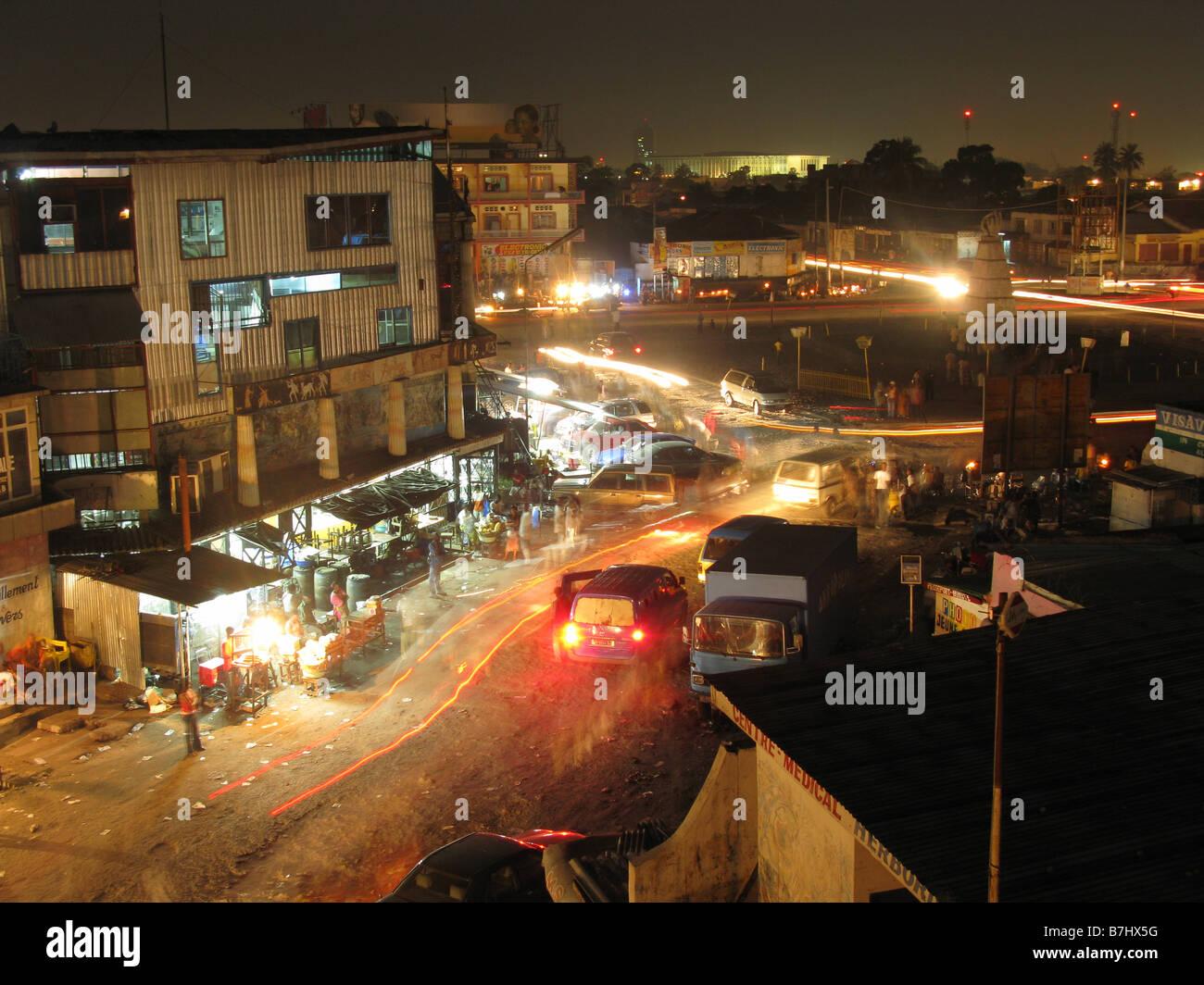 Rond Point Victoire célèbre pour sortir la nuit à Kinshasa République démocratique du Congo Photo Stock