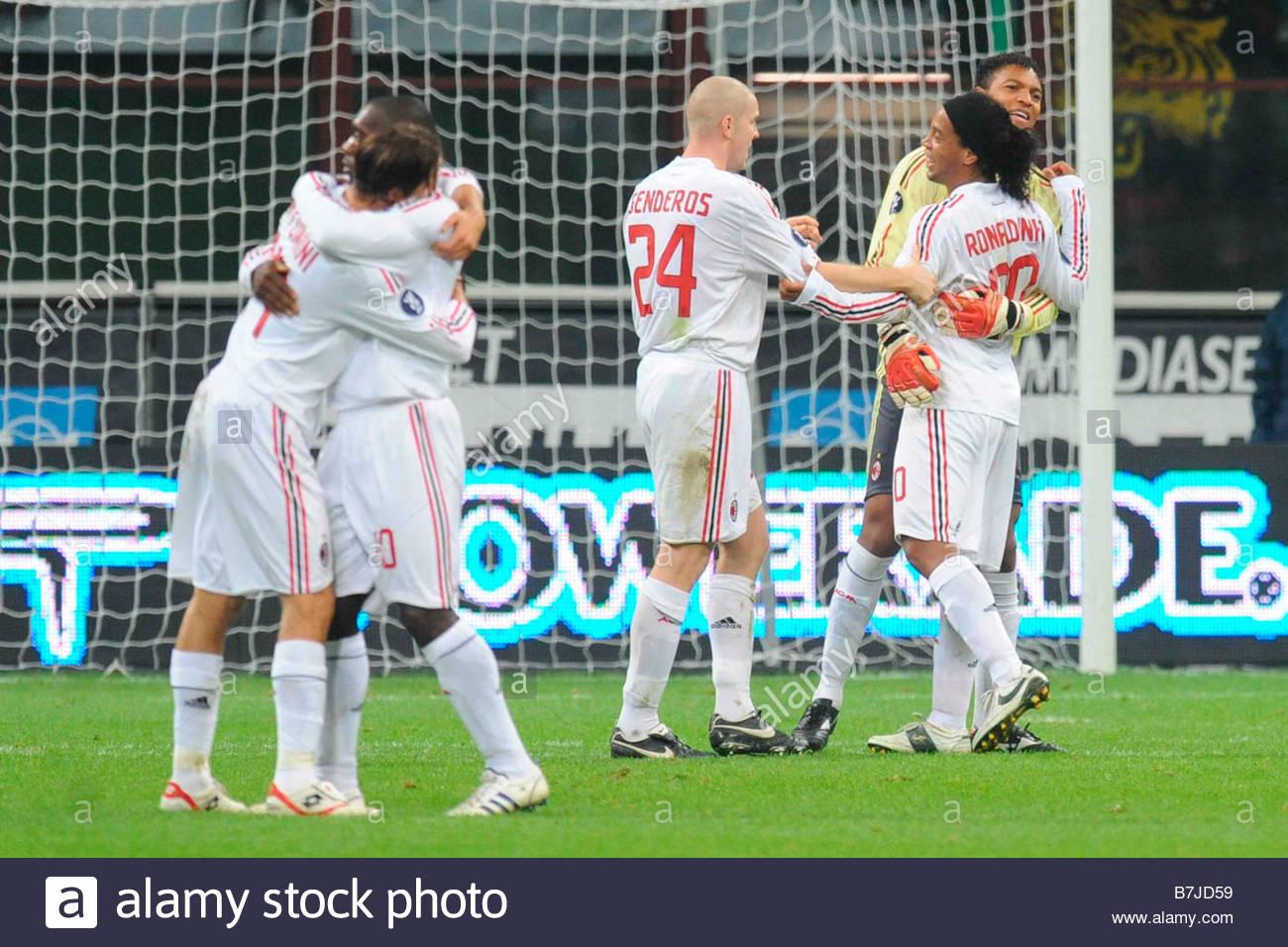Ronaldinho célébrée par ses coéquipiers'milano 06112008 coupe UEFA 2008-2009football ''milan Photo Stock